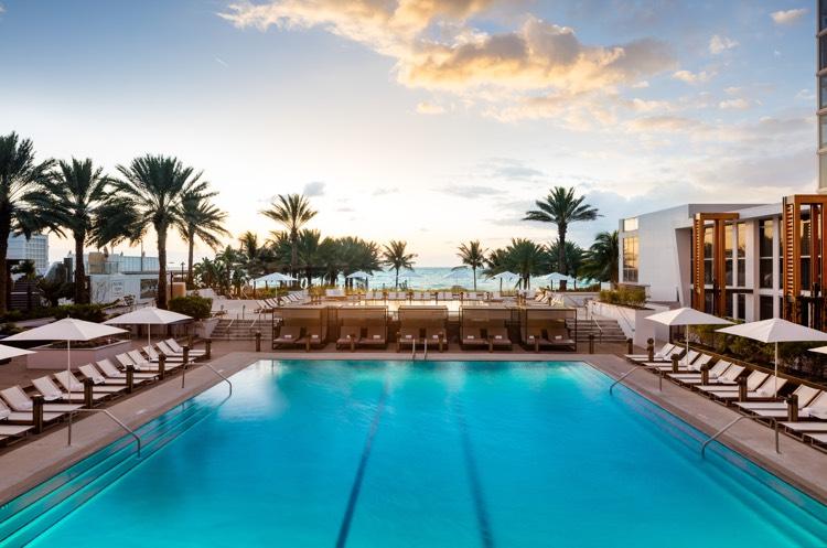 rcd-hotels_nobu-eden-roc-miami_main-pool-750