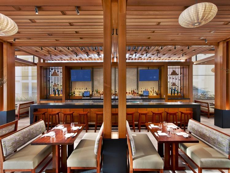 rcd-hotels_nobu-miami-beach-eden-roc-miami_nobu-miami-restaurant-outdoor-terrace-and-bar-700