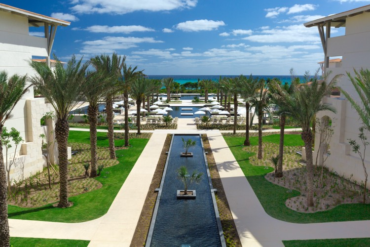 rcd-hotels_unico-hotel-riviera-maya_view-from-lobby-to-ocean-750