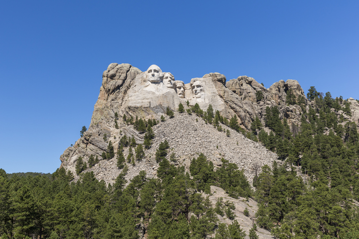 An iconic view of Mount Rushmore.