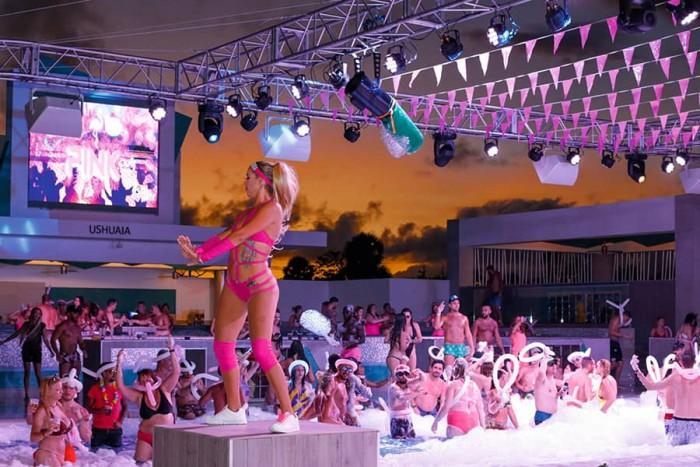 pool-parties-hotel-riu-palace-punta-cana_tcm73-212118