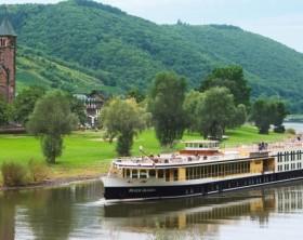 river-queen-at-mosela-river