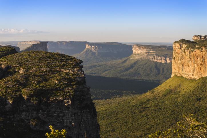 Formações rochosas da Chapada Diamantina no pôr do sol. Morro do Pai Inácio.
