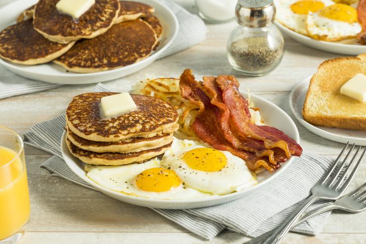 Foto por Istock/ bhofack2 cafés da manhã
