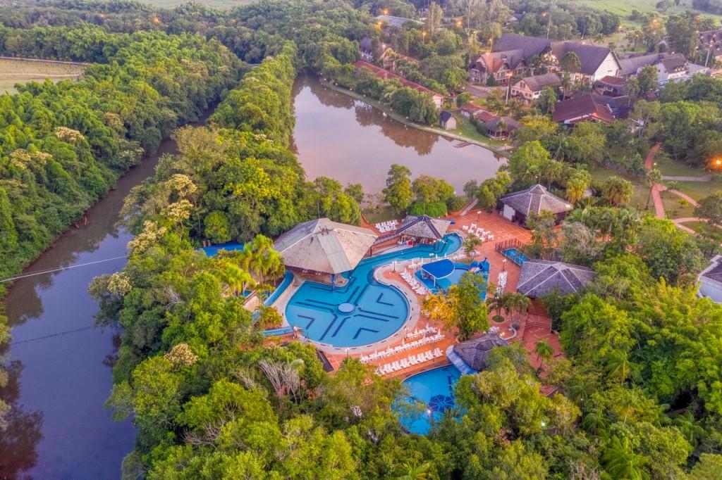 o-resort-esta-localizado-em-meio-a-34-milhoes-de-metros-quadrados-de-natureza