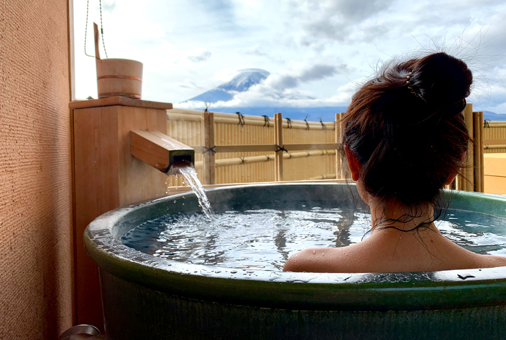 Beautiful,Girl,Sitting,In,Onsen,(mineral,Hot,Bath),And,Seeing