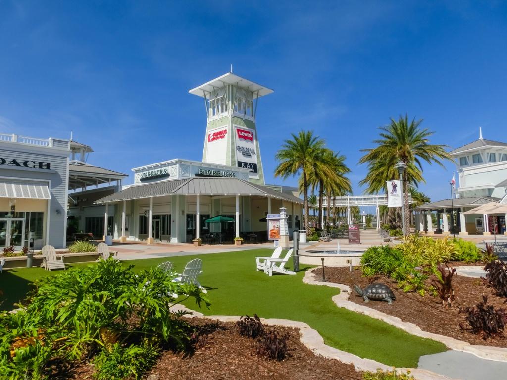 Tampa Premium Outlets. Foto por iStock / Marina113
