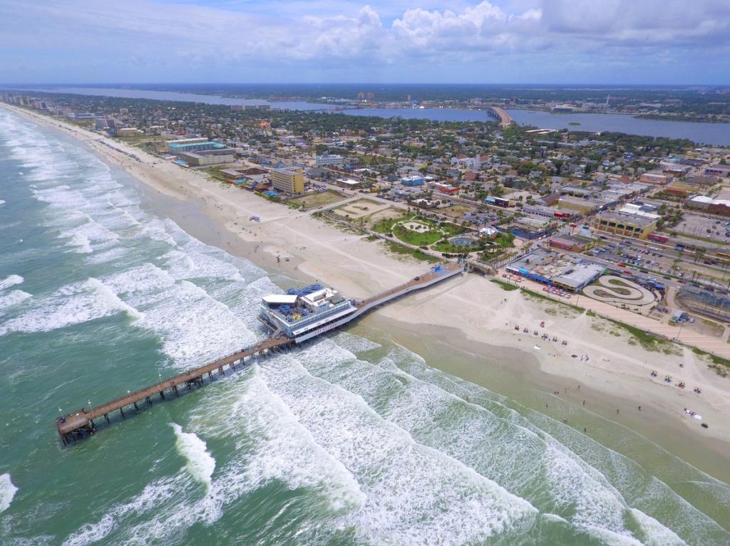 Daytona Beach Pier. Foto por iStock / felixmizioznikov