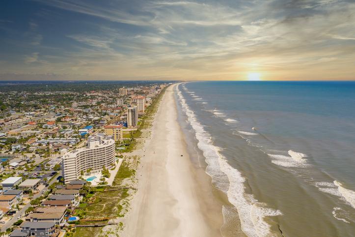 Jacksonville Beach. Foto por iStock / felixmizioznikov