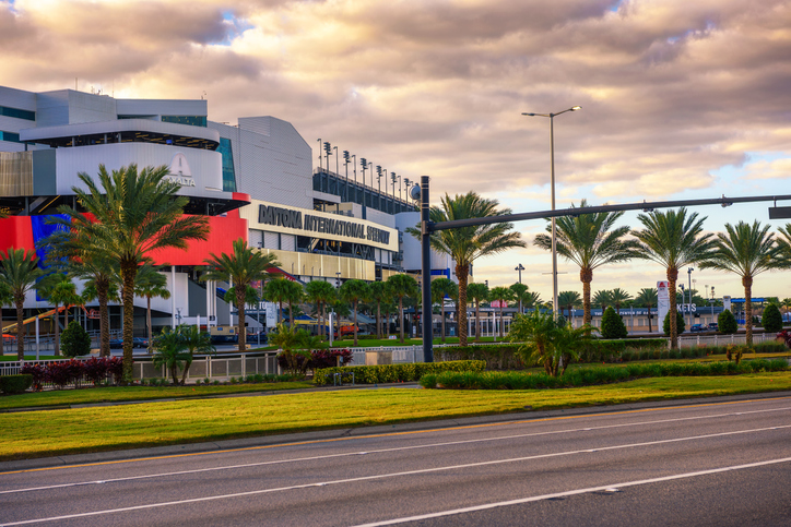 Daytona International Speedway. Foto por iStock / miroslav_1