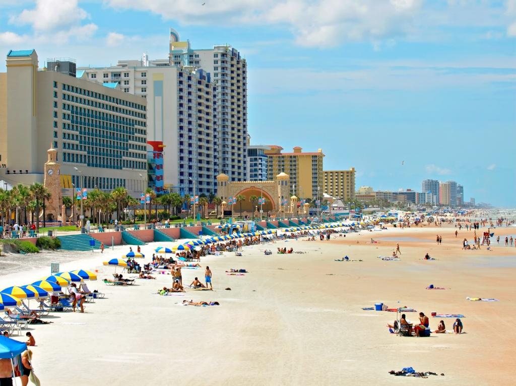 Daytona Beach, com o Bandshell no centro da foto. Foto por iStock / tomh1000