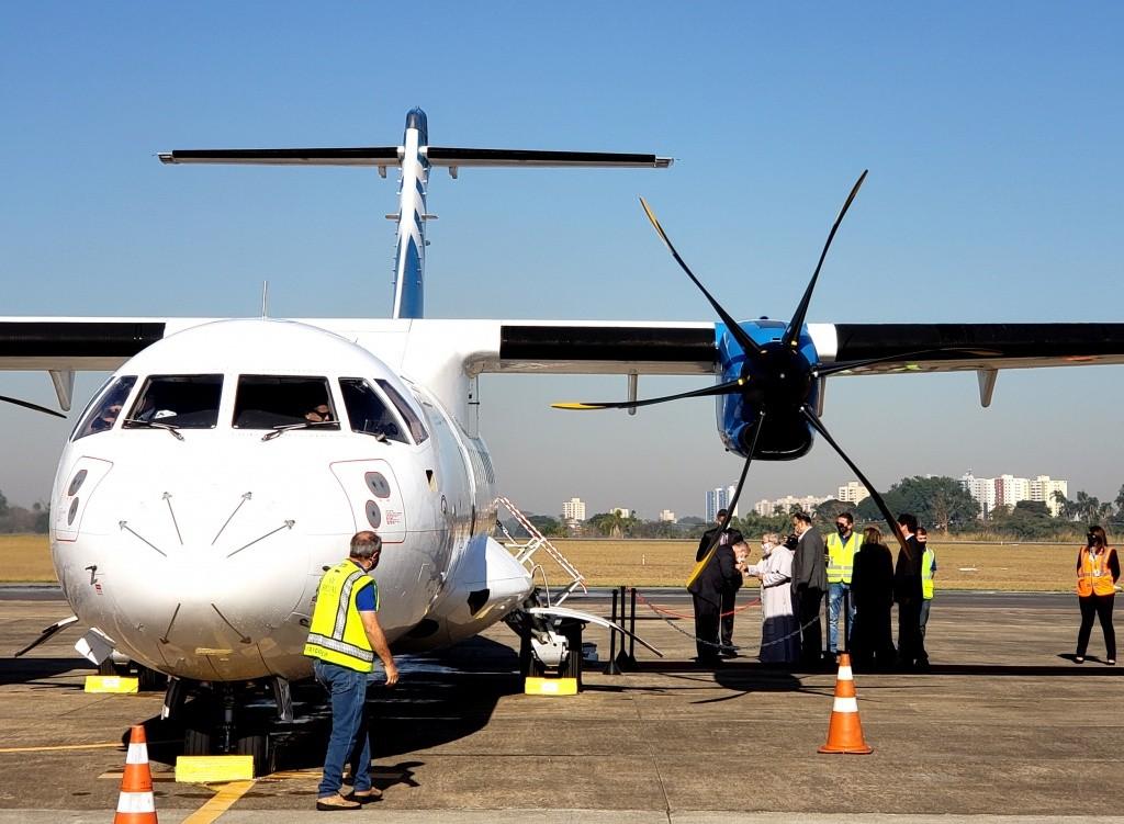 participantes-do-voo-inaugural-foram-recebidos-pelo-padre-antonio-maria-divulgacao