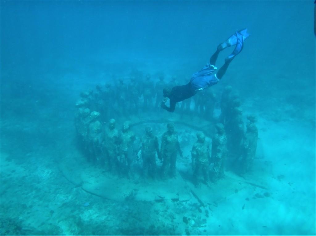 parque-de-esculturas-subaquaticas-de-granada-1-foto-por-istock_anfisa-tukane